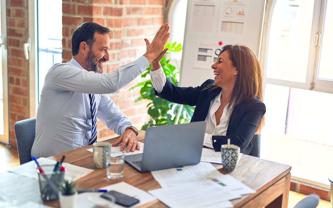 Pros and Cons of Hiring a Marketing Consultant
