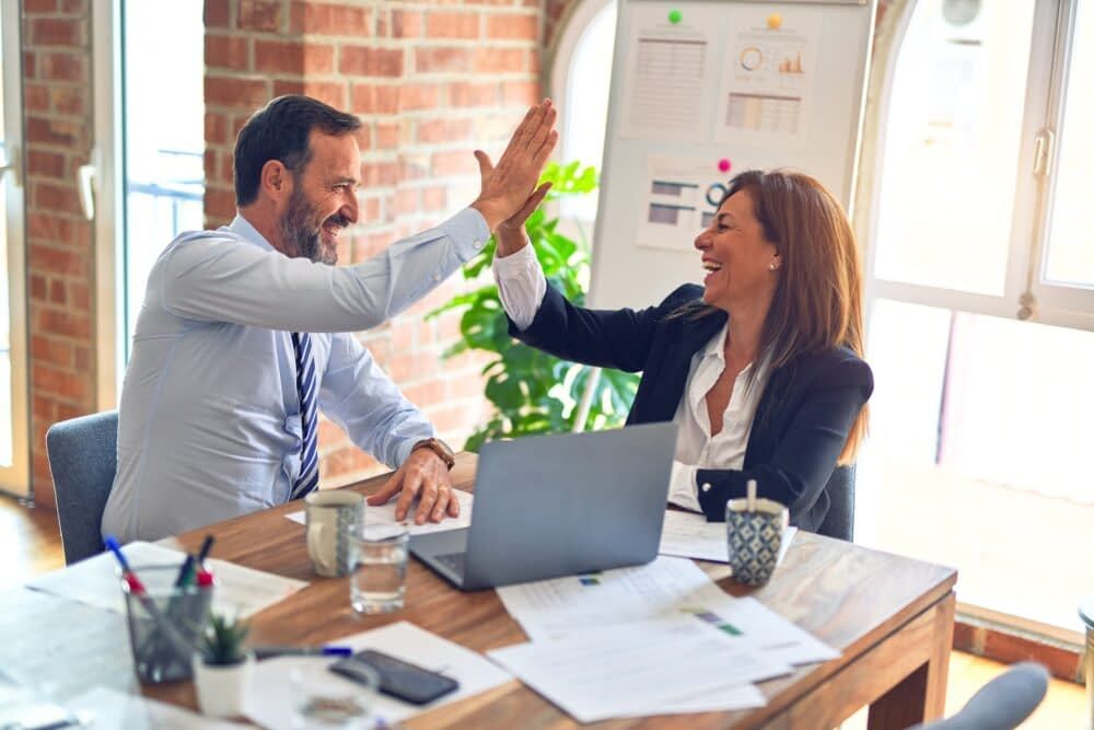 Pros and Cons of Hiring a Marketing Consultant | Melissa How